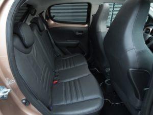 peugeot-108-2015-asientos-traseros-cuero