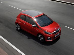 peugeot-108-2015-color-rojo-descapotable-techo-negro