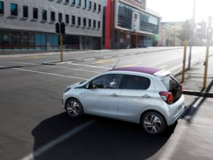 peugeot-108-2015-lateral-desde-arriba