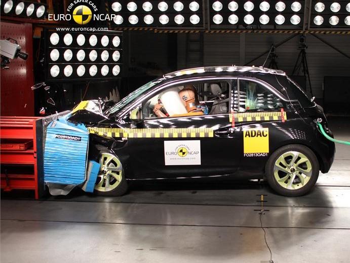 Prueba seguridad Opel Adam