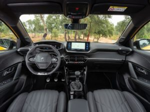 Peugeot 208 2019 GT interior cuero manual