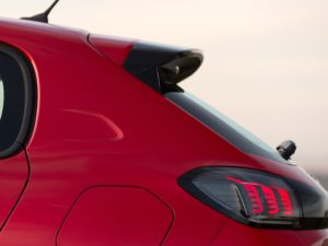 Peugeot 208 2019 aleron negro