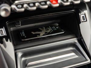 Peugeot 208 2019 cargador smartphone induccion