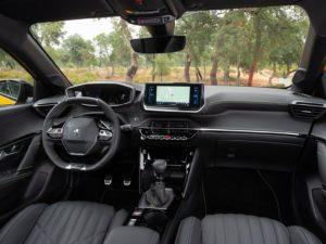 Peugeot 208 2019 interior salpicadero