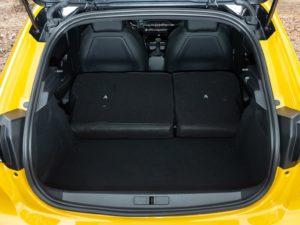 Peugeot 208 2019 maletero con los asientos traseros abatidos