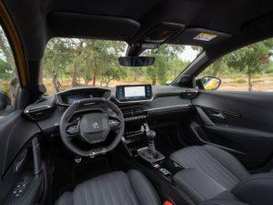 Peugeot 208 2019 por dentro en cuero