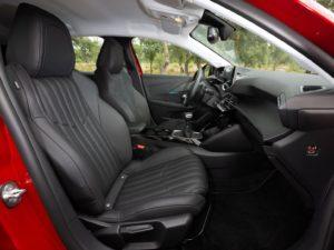 Peugeot 208 2019 vista iterior lateral