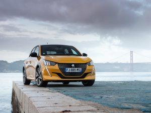 Peugeot 208 2020 amarillo delantera