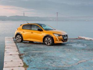 Peugeot 208 2020 amarillo en puerto