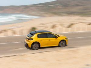 Peugeot 208 2020 amarillo techo negro desde arriba