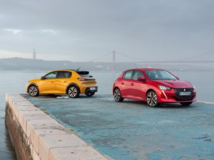 Peugeot 208 2020 amarillo y rojo juntos