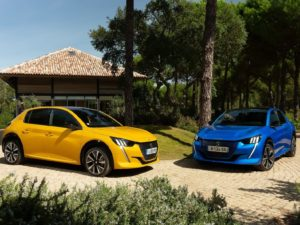 Peugeot 208 2020 comparativa color amarillo y azul