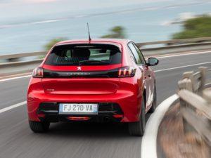 Peugeot 208 2020 detras de el