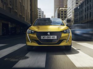 Peugeot 208 2020 en moviemiento frontal