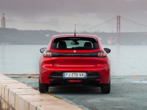 Peugeot 208 2020 gt line rojo por detras
