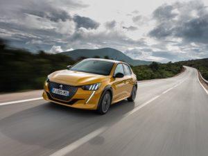 Peugeot 208 2020 por autopista
