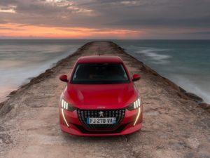 Peugeot 208 2020 rojo delantera desde arriba