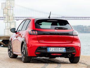 Peugeot 208 2020 rojo por detras