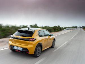Peugeot 208 2020 visto por detras arriba