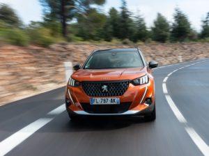 Peugeot 2008 2019 picandose en carretera revirada