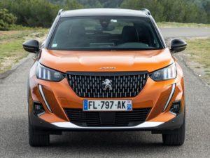 Peugeot 2008 2019 por delante naranja