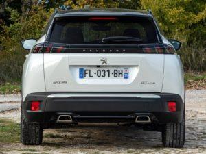 Peugeot 2008 2019 vista trasera gtline blanco