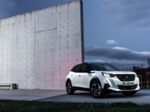 Peugeot 2008 2020 gt line frontal lateral