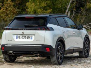Peugeot 2008 2020 por detras y de lado