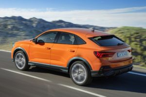 Audi Q3 Sportback 2019 naranaja carretera