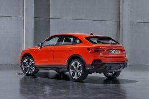 Audi Q3 Sportback 2019 naranja por detras