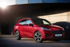 Ford Kuga 2020 en parking de casa