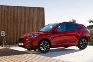 Ford Kuga 2020 hibrido enchufable cargando cable