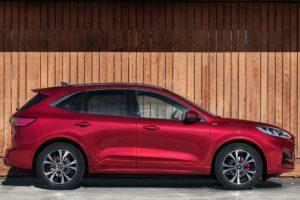 Ford Kuga 2020 rojo st line vista lateral