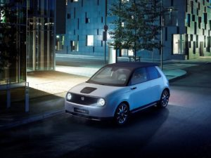 Honda e 2020 de noche luces encendidas