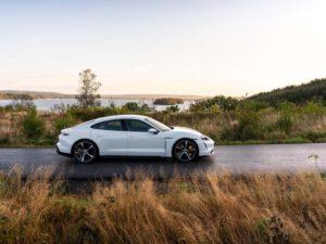 Porsche-Taycan-color-blanco-vista-lateral
