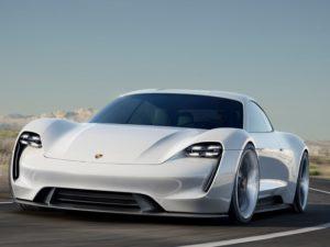 Porsche-Taycan-paso-por-curva