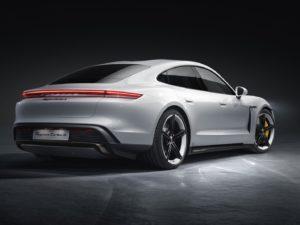 Porsche-Taycan-turbo-s-vista-trasera