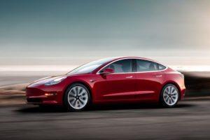 Tesla Model 3 a toda velocidad