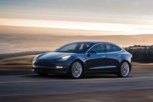 Tesla Model 3 color azul oscurolateral