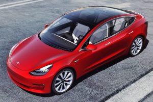 Tesla Model 3 color rojo techo negro