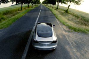 Tesla Model 3 gris acero trasera aerea