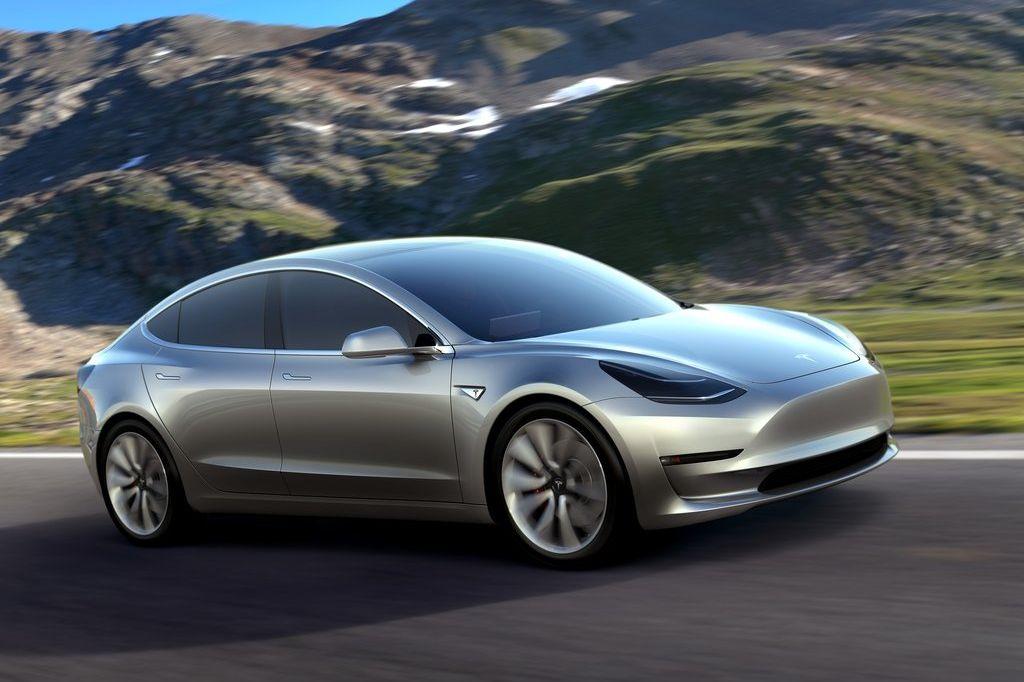 Tesla Model 3 gris fondo de pantalla montaña