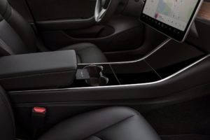 Tesla Model 3 interior consola central