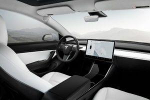 Tesla Model 3 interior pantalla central