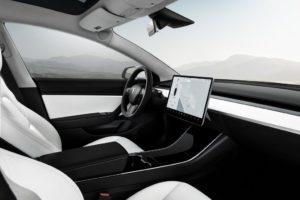 Tesla Model 3 interior plazas delanteras blanco