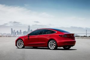 Tesla Model 3 trasera lateral
