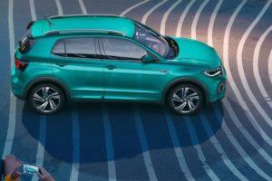 Volkswagen T-Cross 2019 haciendole una foto