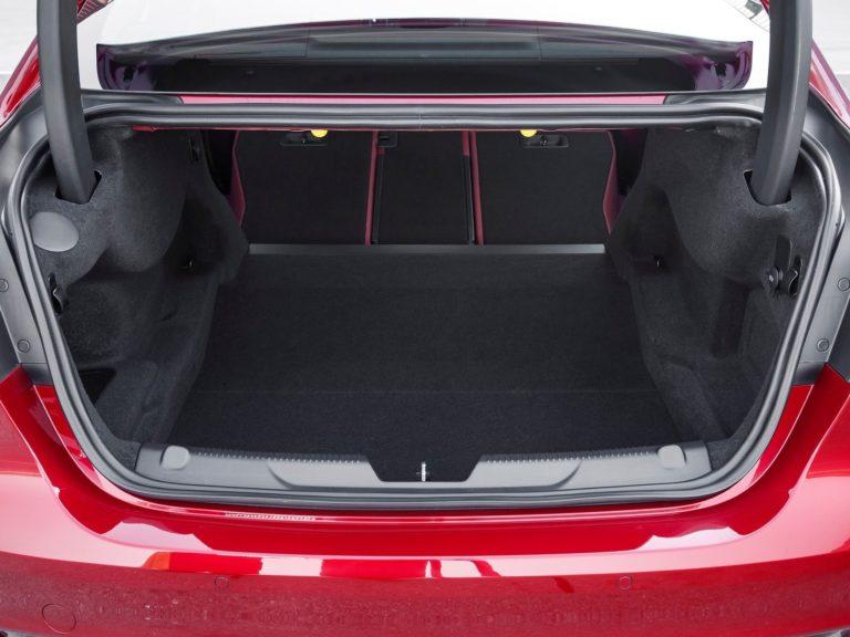 Maletero Jaguar XE 2016