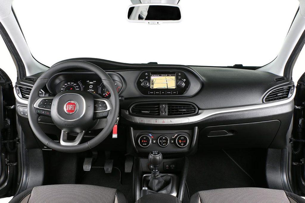 Interior Fiat Tipo sedan 2016
