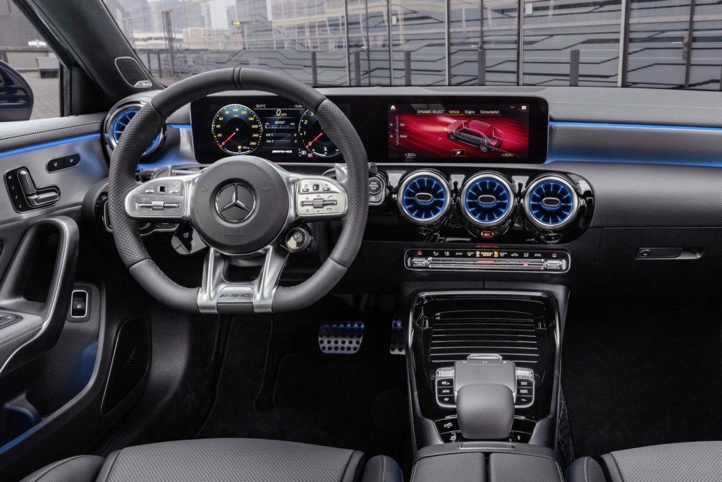 Interior Mercedes Clase A sedan 2019